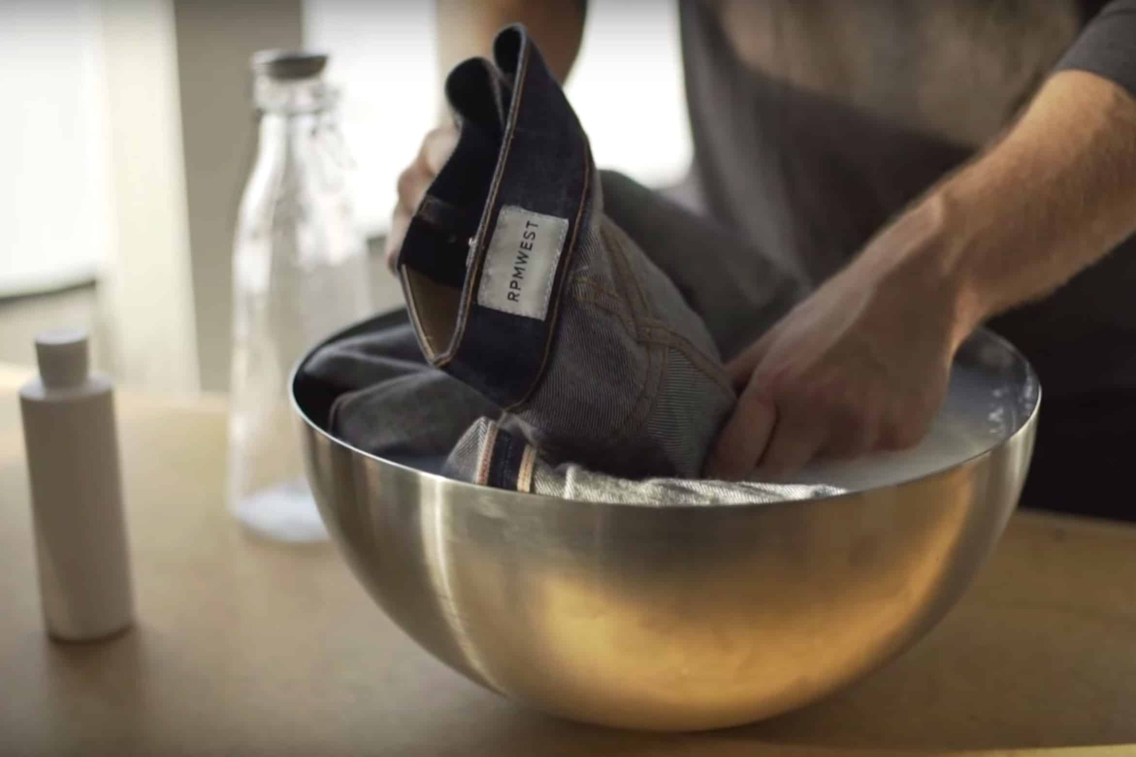 How to handwash raw jeans